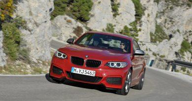 BMW 2 series قرمز