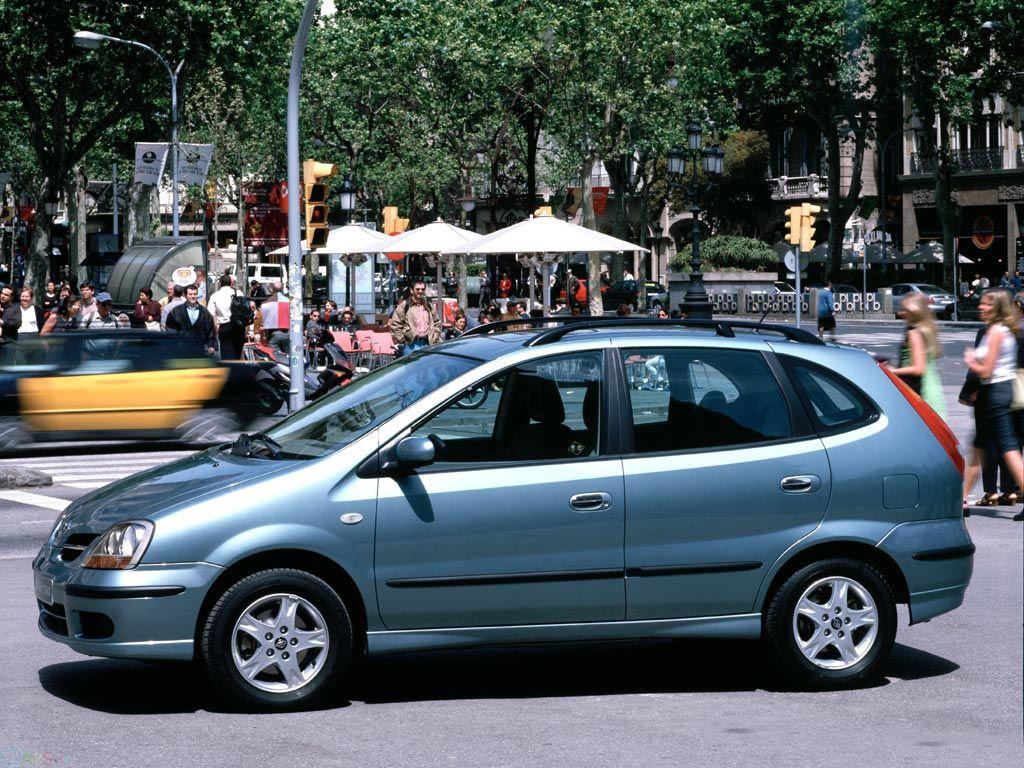 تصویر Nissan Almera Tino