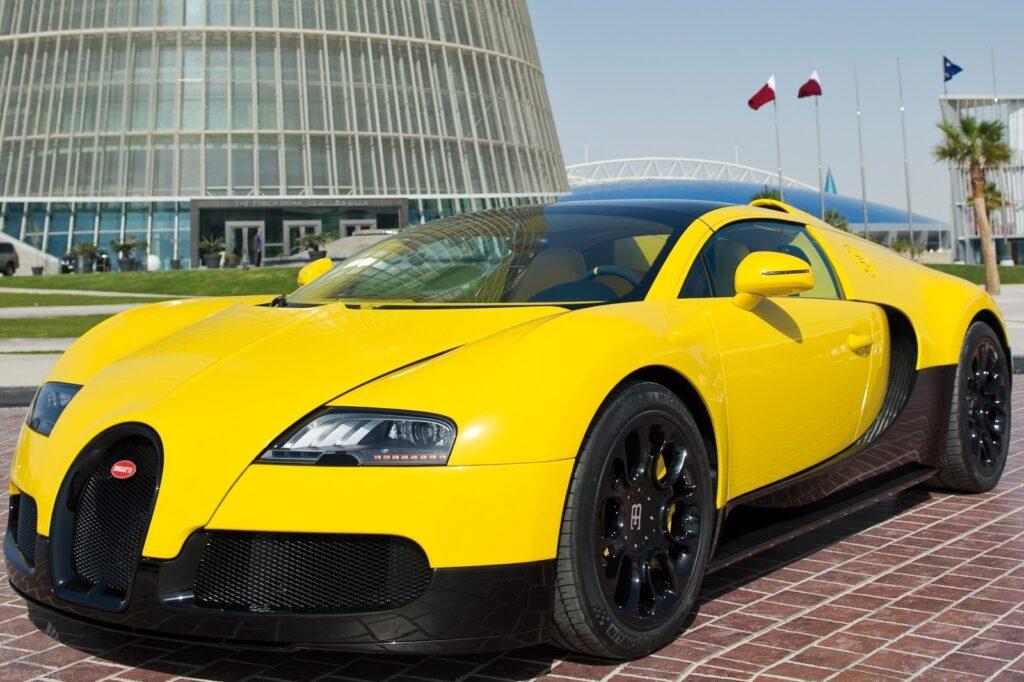 زرد Bugatti Veyron