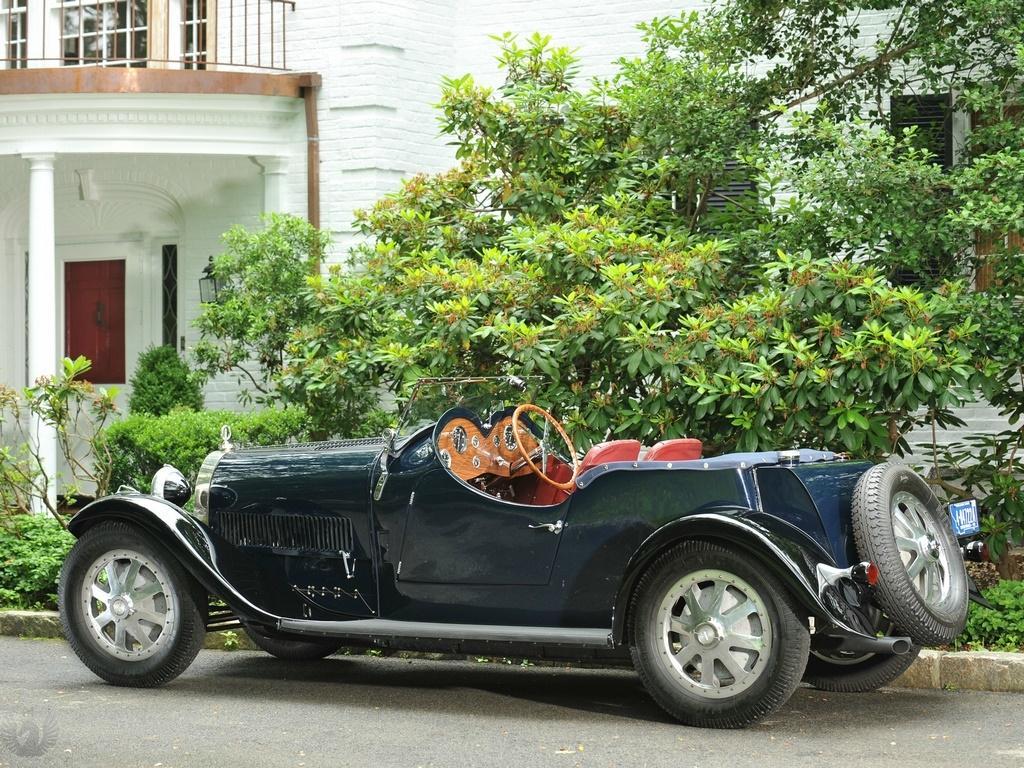 Bugatti Type 43 سیاه