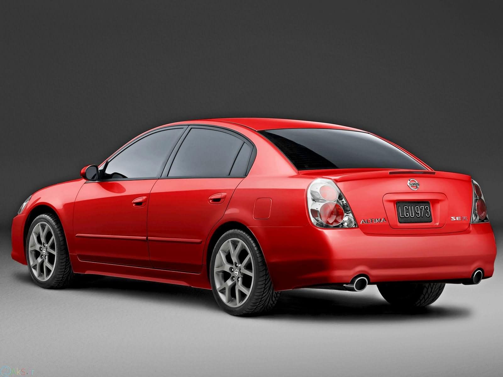 Nissan Altima قرمز