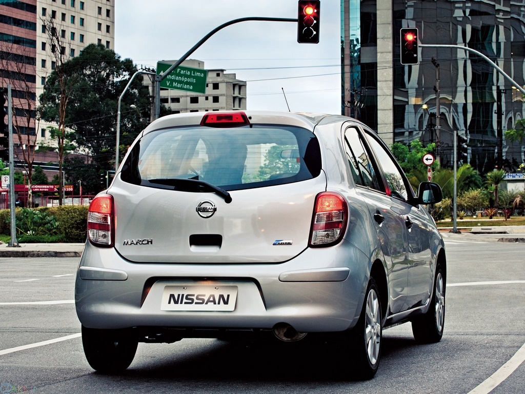 Nissan March 8