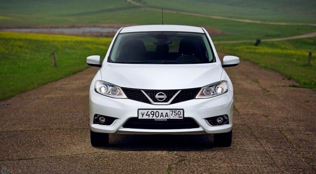 اتومبیل Nissan Tiida