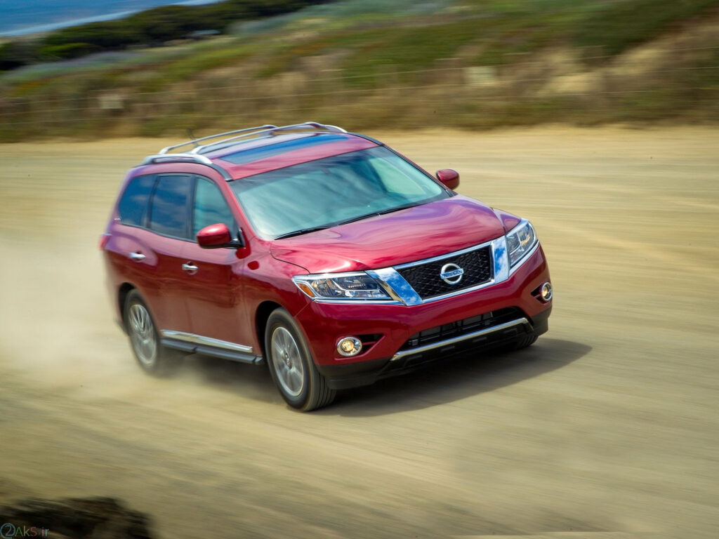 Nissan Pathfinder قرمز