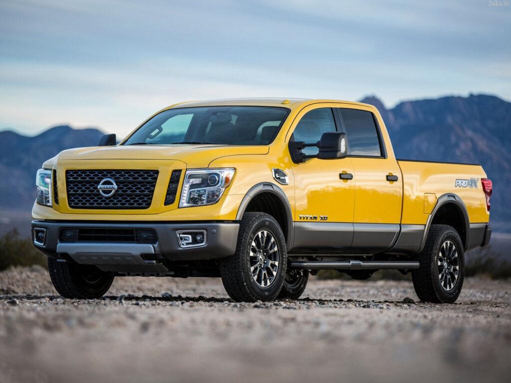 Nissan Titan زرد